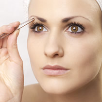 Henna brwi i rzęs oraz regulacja brwi
